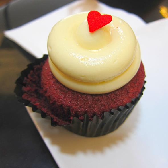 Red Velvet Cupcake @ Twelve Cupcakes Millenia Walk