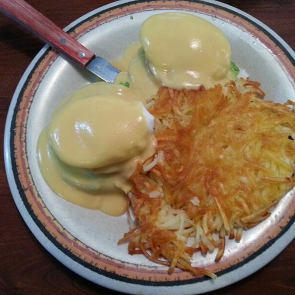 California Eggs Benidict @ Cajun Kitchen