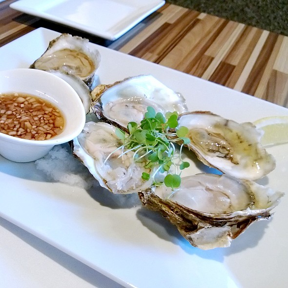 Oysters @ Hawthorne Food And Drink