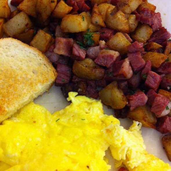 Corned Beef Hash @ Sweet Maple Cafe