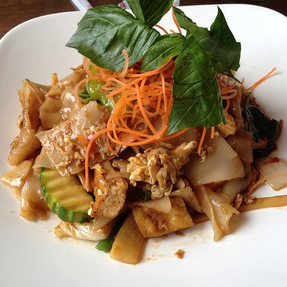 Drunken Noodles @ Ruay Thai Restaurant LLC