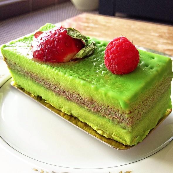 Pistachio & Raspberry Mousse Cake @ 85C Bakery Cafe