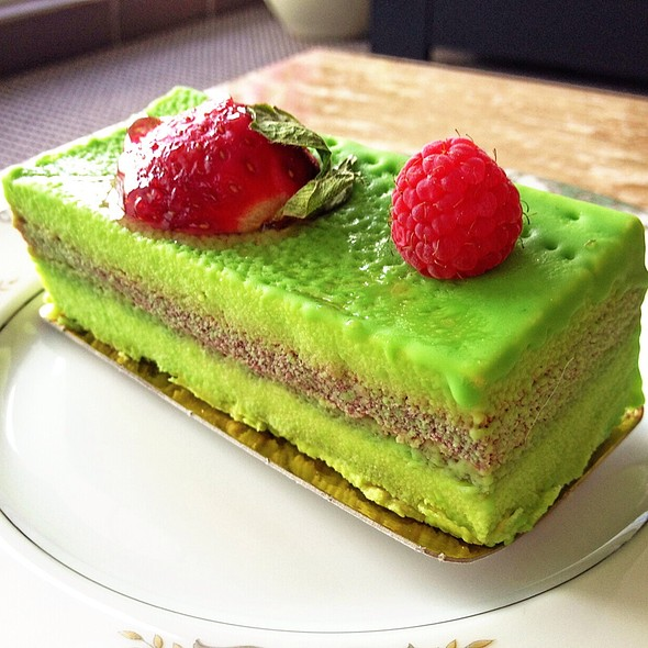 Pistachio & Raspberry Mousse Cake @ 85C Bakery Cafe