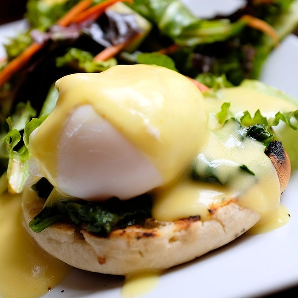 Eggs Florentine - The Hamilton Inn, Jersey City, NJ