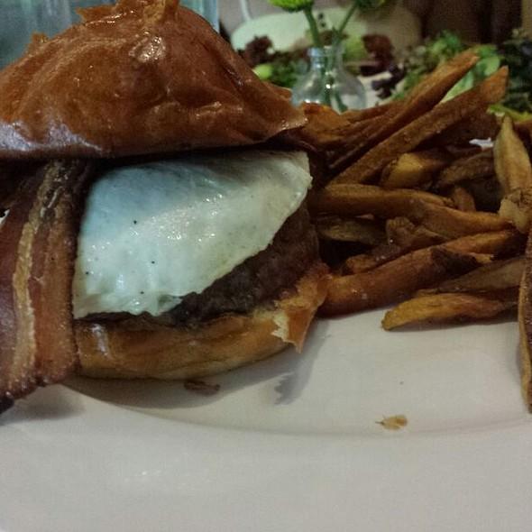 Brunch Burger @ Jerry's Bar