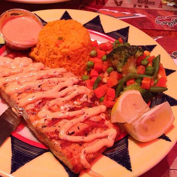 Grilled Salmon @buffalos_kuwait @fnbboy @ Buffalo's