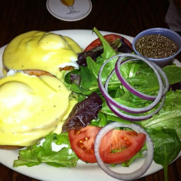 Eggs Benedict @ Olde Magoun's Saloon