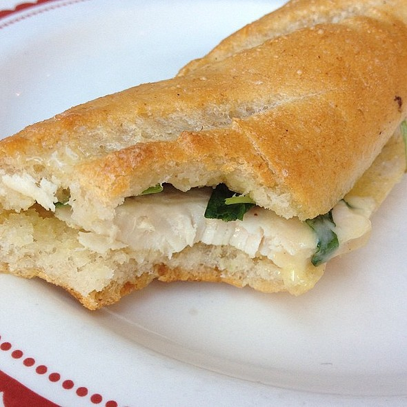 Chicken & arugula sandwich. So hunger. @ La Boulange de Metreon
