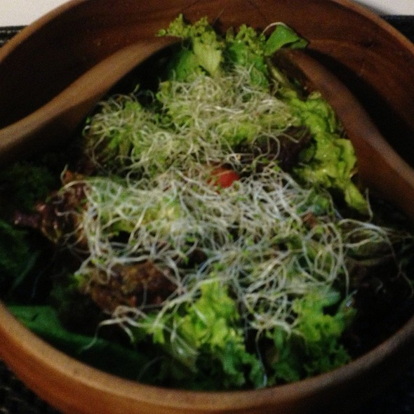 Mesclun Salad With Bean Sprouts