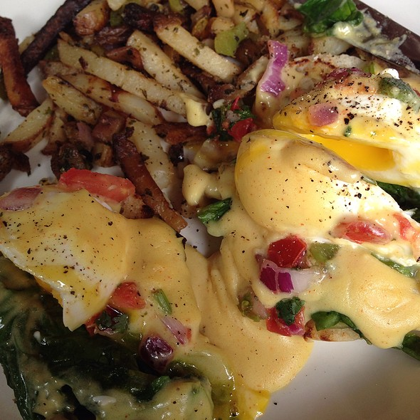 Pico Eggs Benedict W/ Potatoes And Peppered Bacon @ Black Walnut Cafe