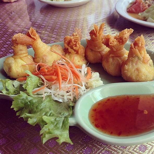 Crab rangoons. Nomnomnom @ Thai Thani Restaurant - Tampa