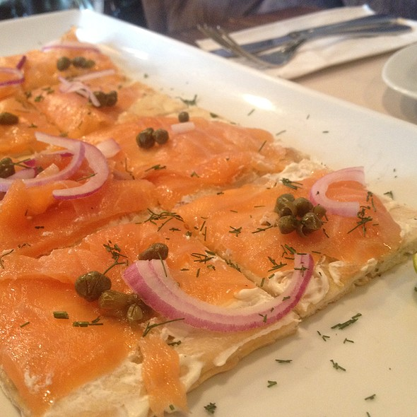 Flat Bread With Salmon & Creamcheese - Debbie & Peponne - Santa Fe, México, CDMX