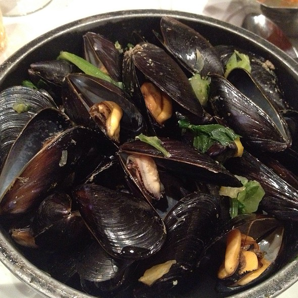 Baked Mussels With Garlic Butter And Cheese @ Chez Leon