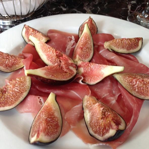 Fresh Figs With Proscuitto @ Cucina E Vino Petrarca