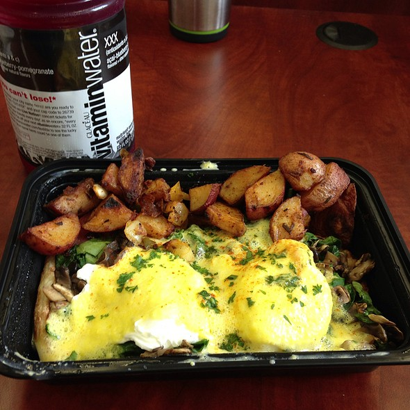Eggs Florentine (Eggs Benedict With Spinach) And Home Fries @ Cafe Reverie