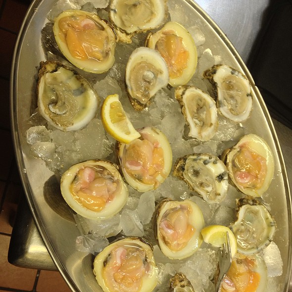 Raw Bar Oysters & Clams @ KrisCroix's family restaurant