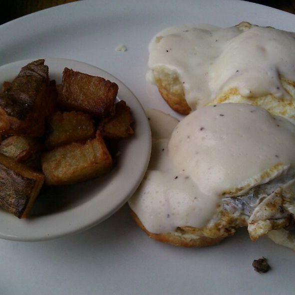 Bubba's Eggs Benedict @ Puckett's 5th & Church
