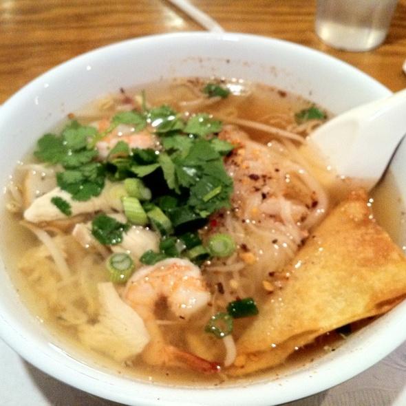 Tom Yum Soup Noodles @ Thai Cuisine Express