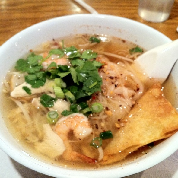 Tom Yum Soup Noodles @ Thai Cuisine Express
