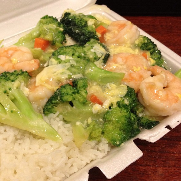 Jumbo Shrimp With Brocoli An Lobster Sauce