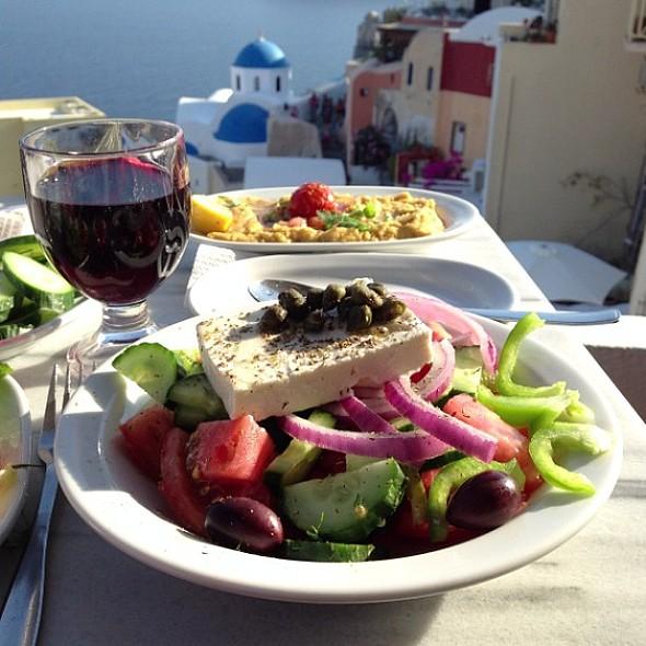 Greek Salad w/ @nubry @ Santorini
