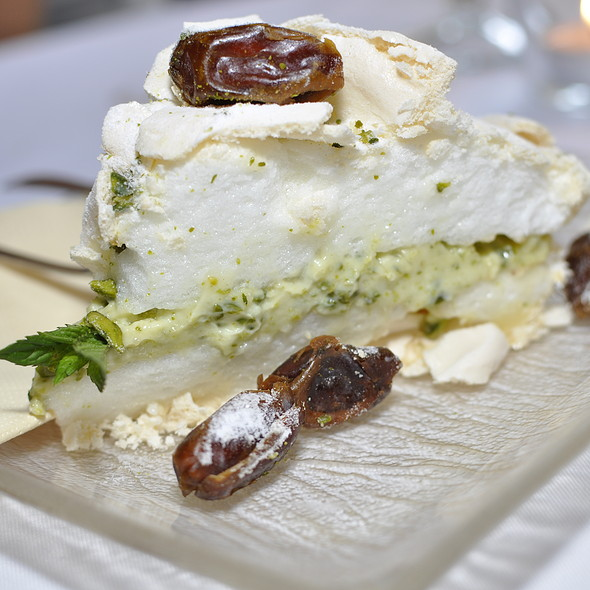 Layered pistachio meringue torte  @ Zielnik Cafe