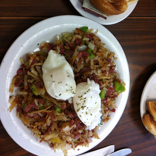 Corned Beef Hash @ Dot's Cafe