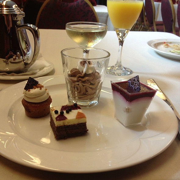 Deserts - Queen Mary Champagne Sunday Brunch, Long Beach, CA