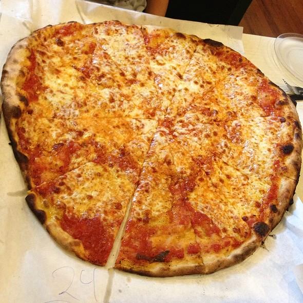 cheese pizza @ Frank Pepe Pizzeria Napoletana