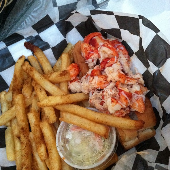 lobster roll @ Maine Course