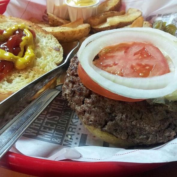 Hamburger @ Fuddruckers