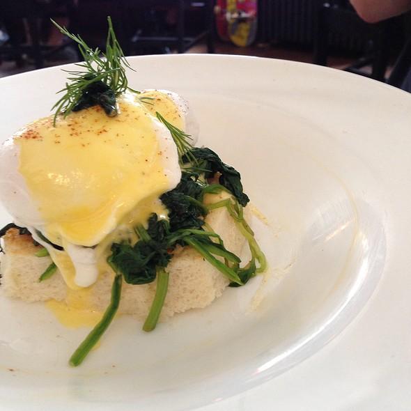eggs florintine - Doma na rohu, New York, NY