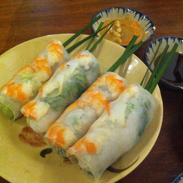 Fresh Rice Paper Rolls With Shrimp