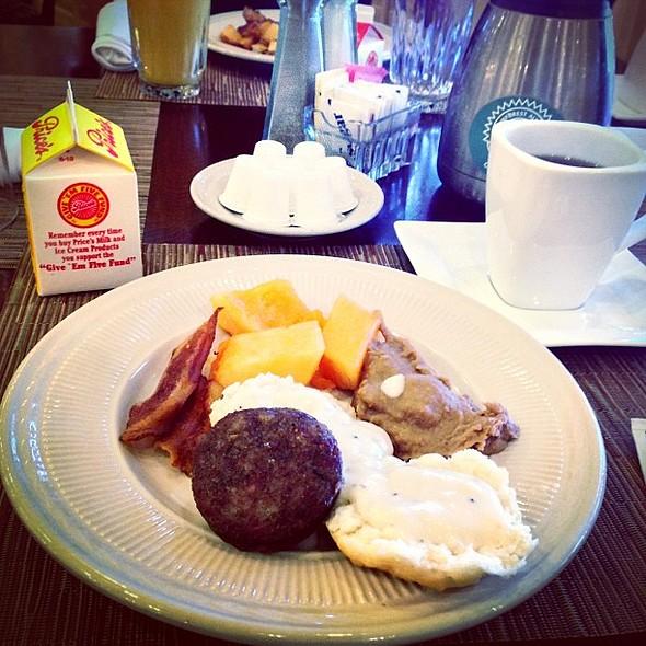 Breakfast Buffet @ Holiday Inn