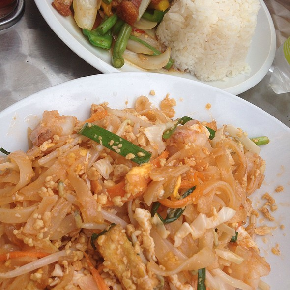 Pad Thai @ Thai Isaan Kitchen