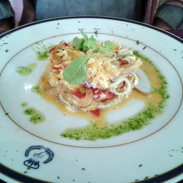 Scrambled eggs with cod, eel, onion and red pepper @ Café del Príncipe