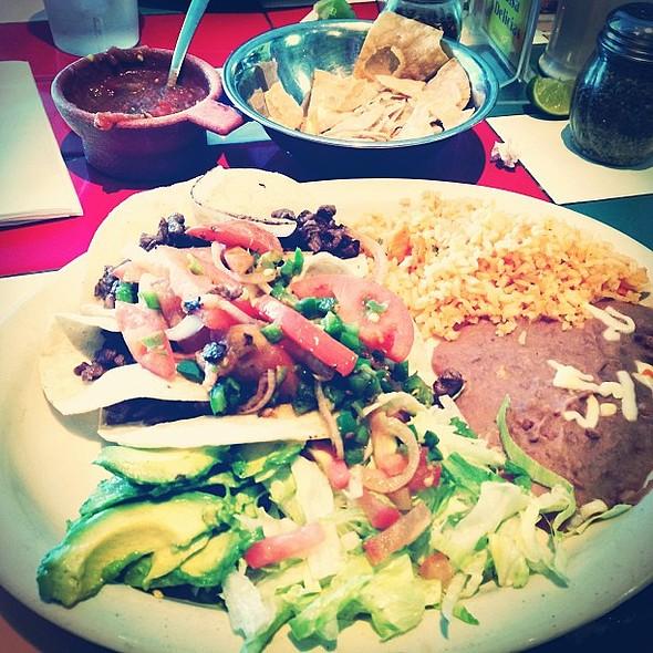 de carne asada. Bien ricos!  @ Delicias Cafe