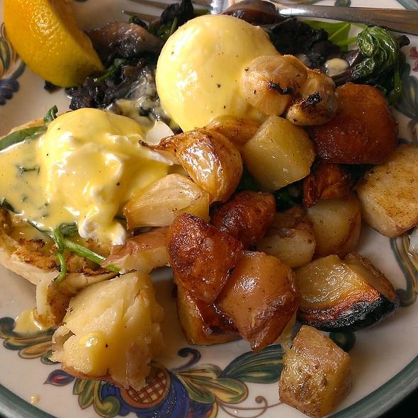 Florentine Eggs Benedict @ Zazie