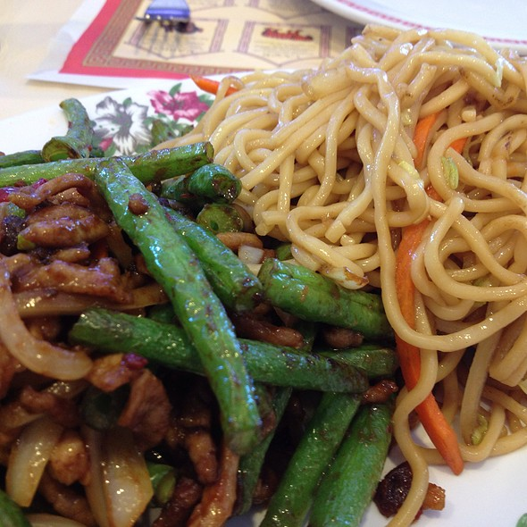 String Beans With Pork And Chow Mein Lunch Special @ Szechuan Chinese Cuisine