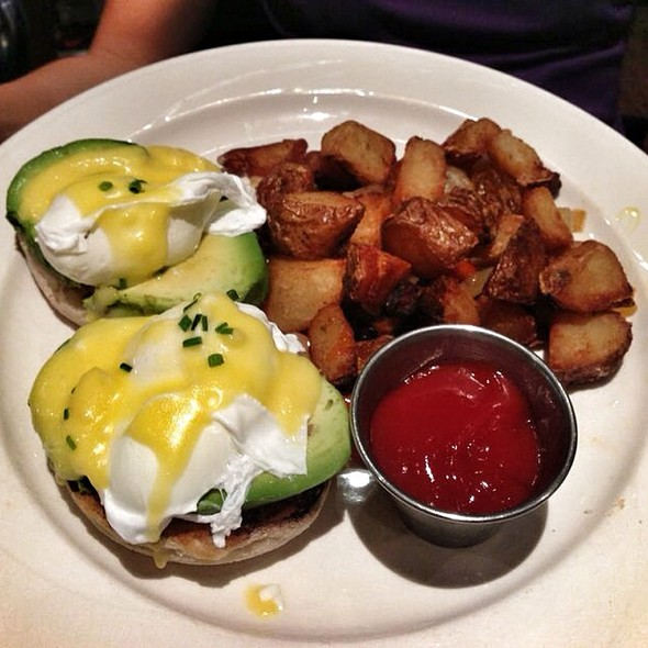Eggs Benedict - Grafton Street Pub and Grill, Cambridge, MA