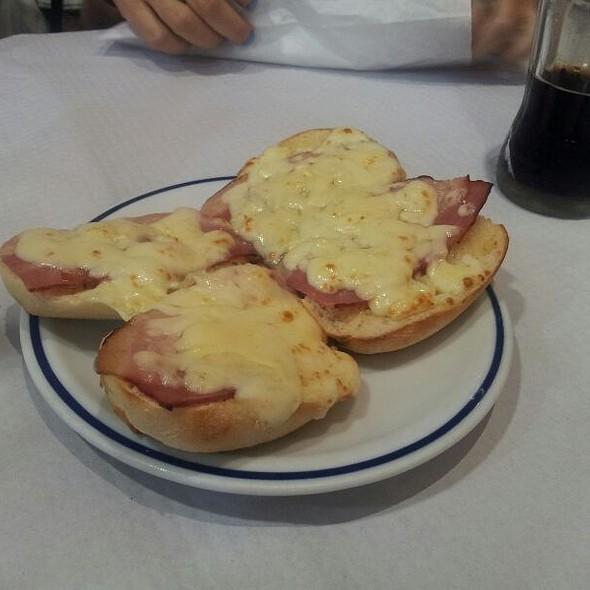 Pão De Alho Com Queijo E Bacon @ Pizzaria O Boss