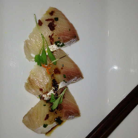 Hamachi W Black Truffle Oil