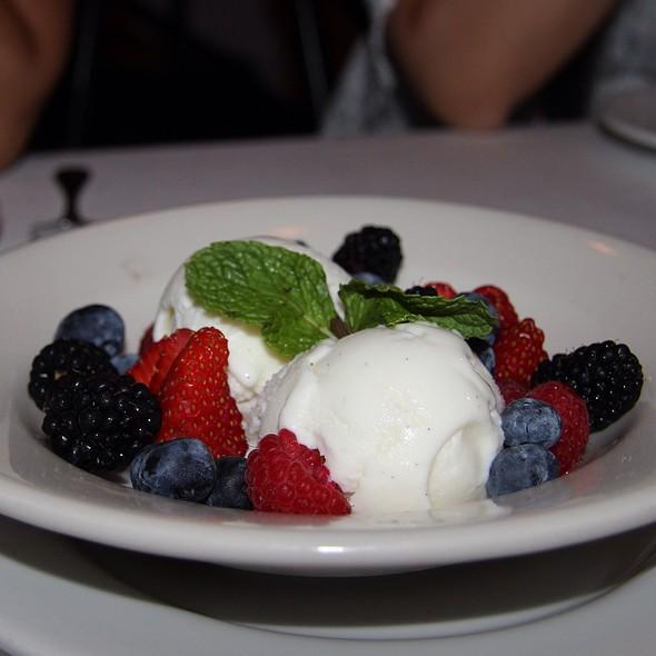 Gelato & Berries @ Il Lupino Trattoria & Wine Bar