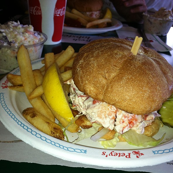 Regular Lobster Roll with Cole Slaw
