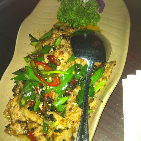 Stir-fried pork with thelephora ganbajun and chive flower @ Lost Heaven Yunnan Folk Cuisine