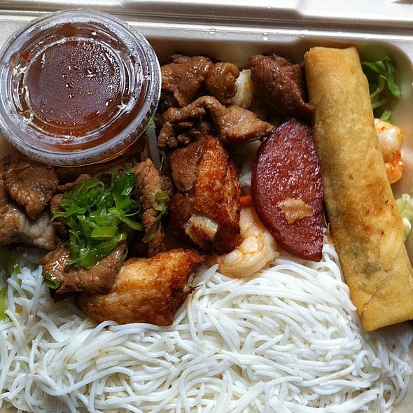 Beef, Shrimp and Egg-roll Vermicelli. , , , @ Phở Hang