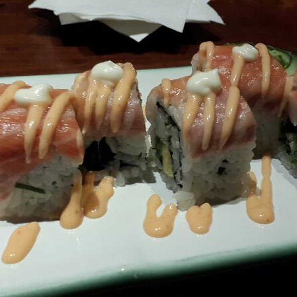 Salmon Crispy Roll