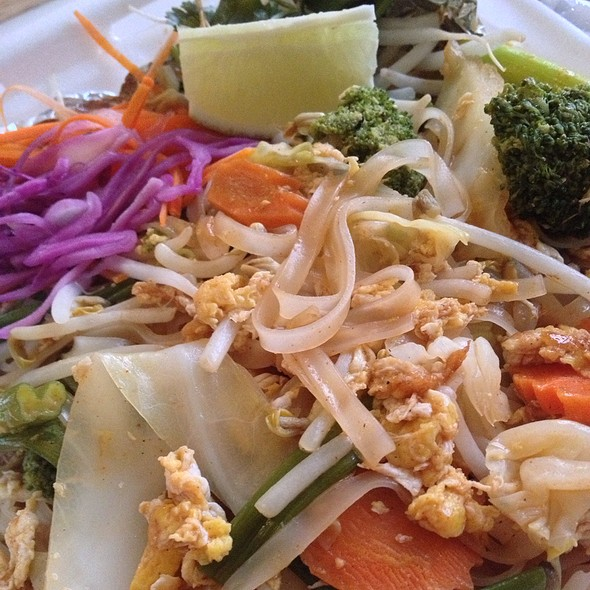 Pad Thai @ Sib Song Thai Restaurant
