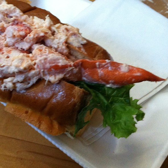 lobster roll @ Boston Chowda - Faneuil Hall