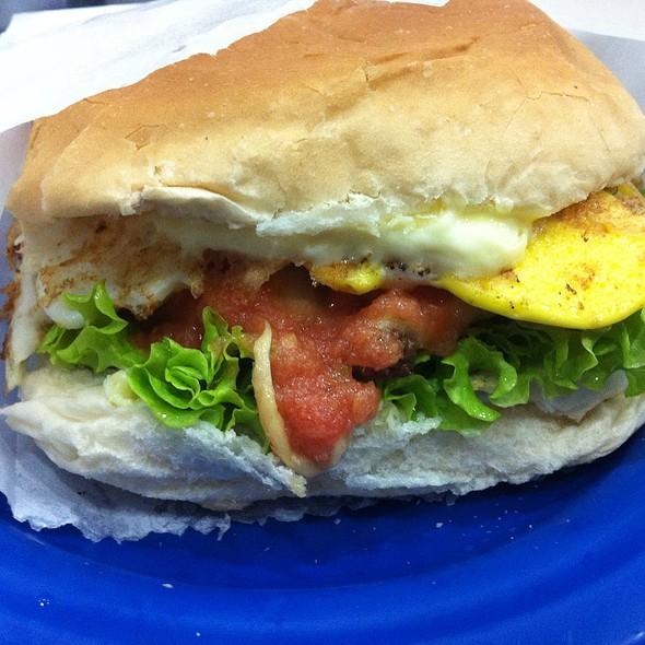 Cheese Salada Egg @ Hambúrguer do Seu Oswaldo